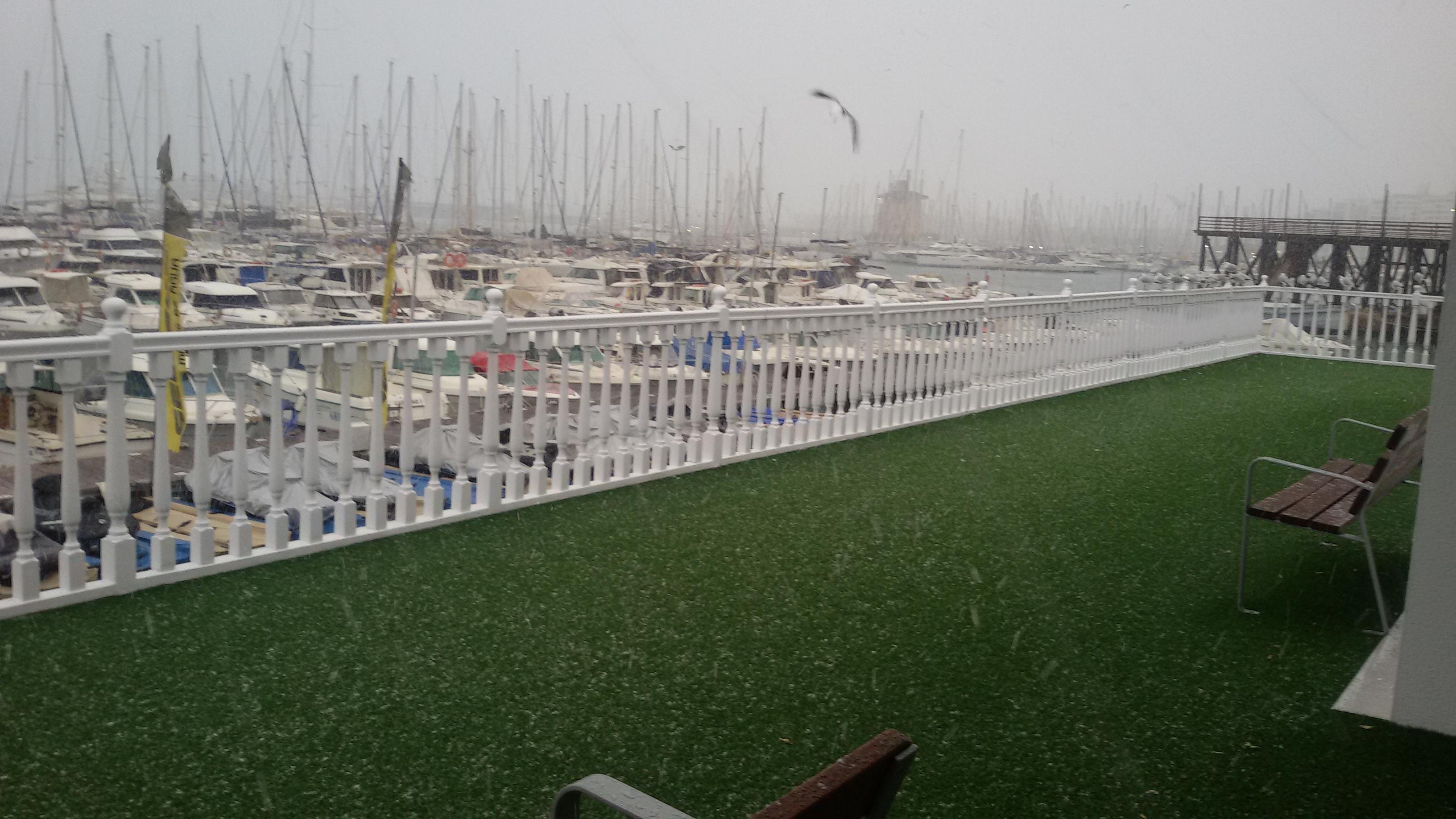La nieve llega a su cita en torrevieja despu s de casi un for Oficina de turismo torrevieja